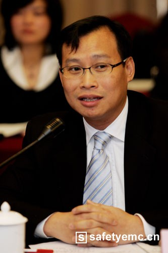 "UL全球副总裁赖伦辉:主动应对 化""危""为""机"""